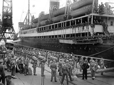mitrbat op boot naar indie 29-10-1946